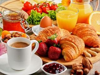 Собирать пазл Assorted breakfast онлайн