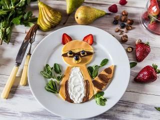 Собирать пазл Breakfast with a raccoon онлайн